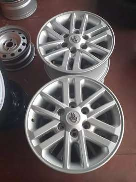 Toyota Hillux mags size 17 set for sell