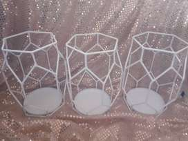 Metal decor stands pls read add everything posted on this add