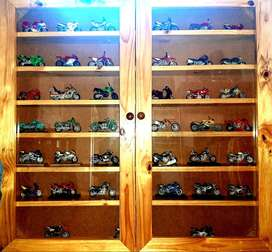 39 Collectors motorcycles with case
