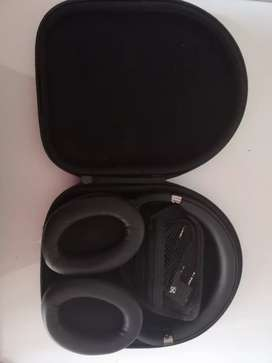 Noise cancelling headphones for sale!