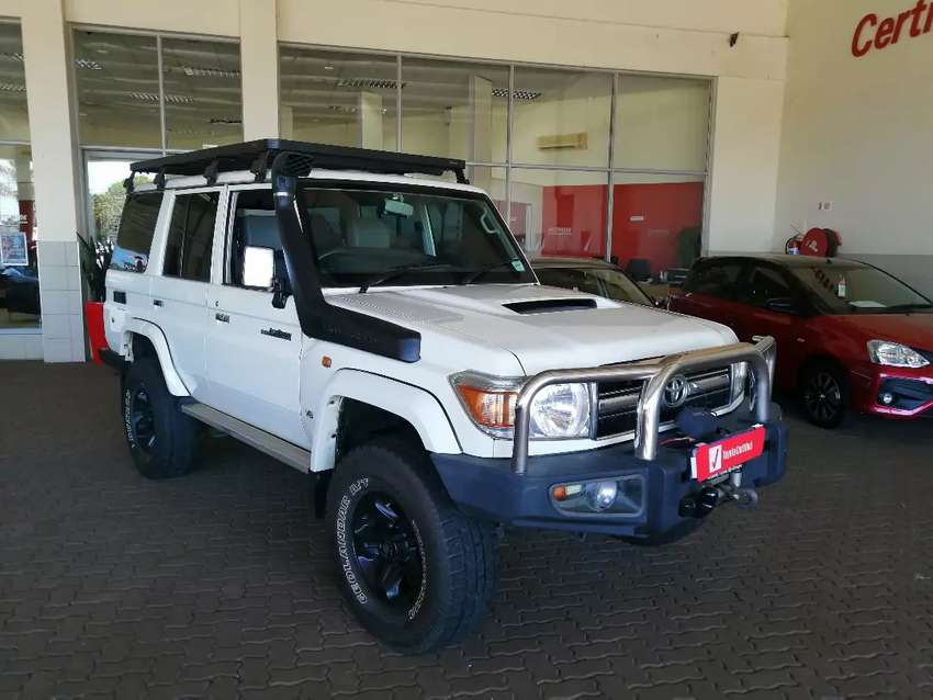 2015 Land Cruiser 76 4.5 v8 in immaculate condition