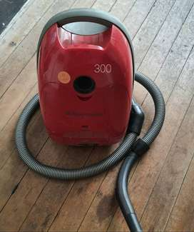 Red Electrolux Vacuum cleaner  - R250 ONCO