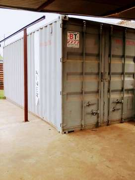 Container to rent on a busy road-R2500