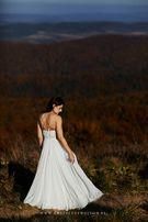 Zmysłowa suknia ślubna projektu Sylwii Kopczyńskiej