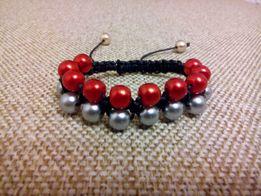 Браслет з бус на зап'ястя плетіння типу шамбала сірий червоний чорний