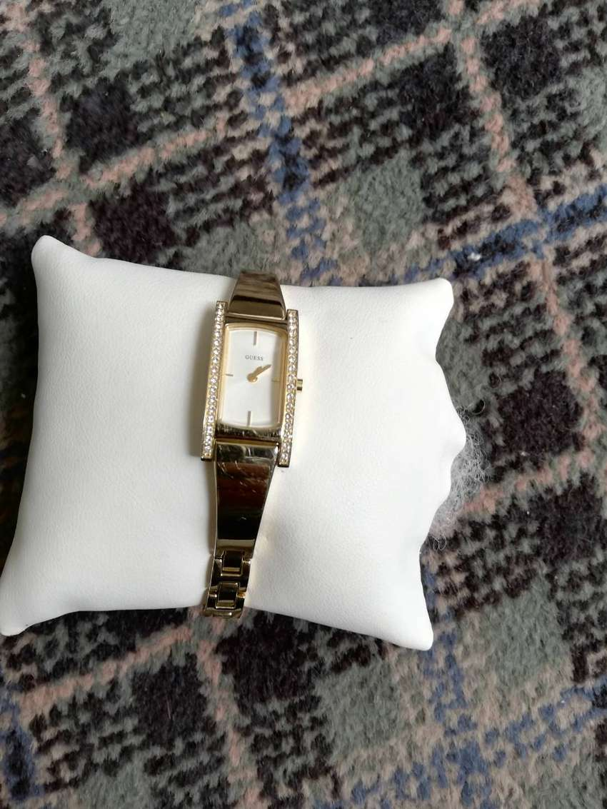 Ladies Guess watch gold 0