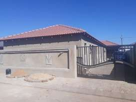 Bachelor unit available for rental at Protea Glen Ext4