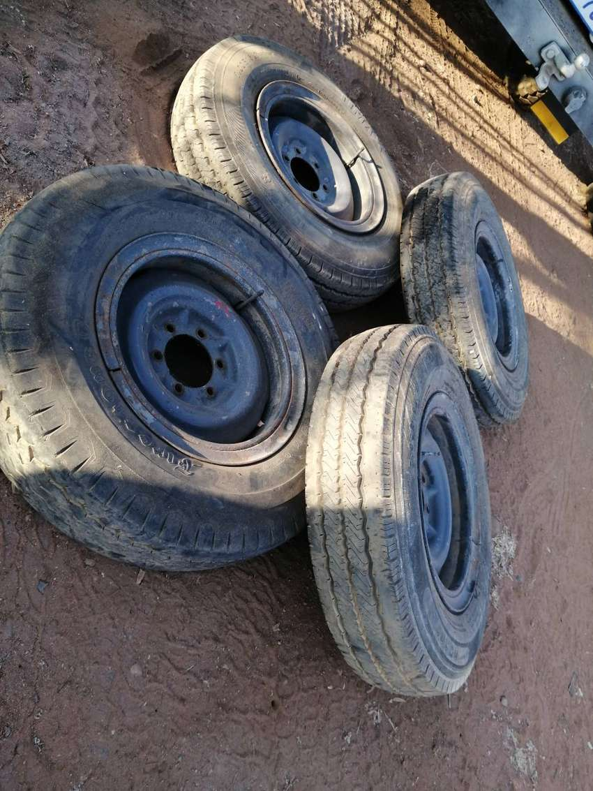 Land Cruiser rims and tyres 0