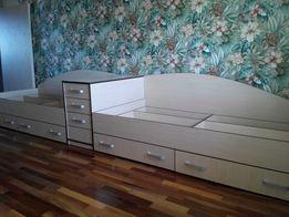 Кровать, детская кроватка, шкаф, спальня, прикроватная тумба, комод.