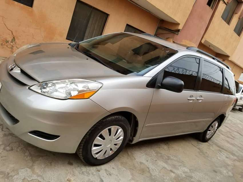 Registered Toyota Sienna 06 with DVD 0