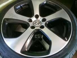 Set of 18inch golf 7 mags with tyres
