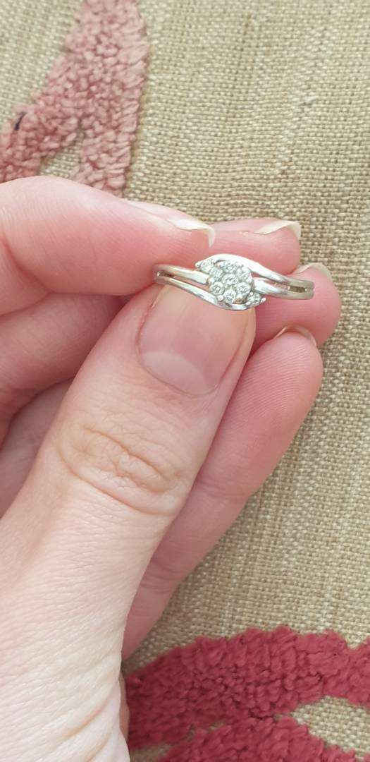 10ct white gold ring with diamonds 0