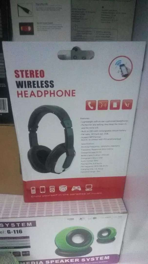 Wireless headphone with memory card at 1k 0