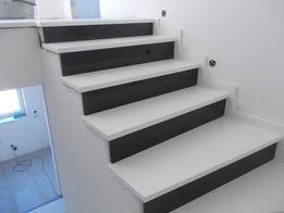 Stopnie kamienne schody kwarcowe kwarcytu marmurowe granitowe