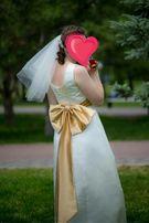 Продам свадебное платье с большим бантом