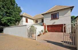 Executive beautiful house selling in Morningside