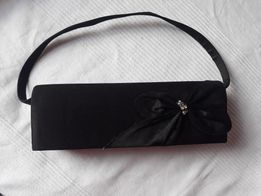 Czarna elegancka torebka wieczorowa kopertówka, na pasek