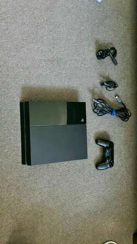 Playstation 4 console with one controllerb