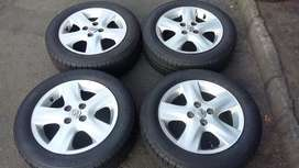 4 × 15inch toyota runx mag and tyres for sale