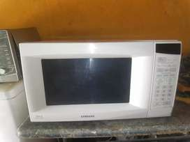 Samsung microwave oven in a good condition
