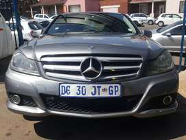 2011 Mercedes Benz C-180 automatic wt leather seats in good condition