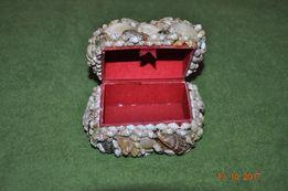 Mała szkatułka z muszelek
