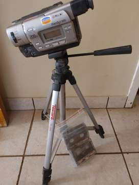 Sony handycam with 3pod stand