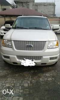 Clean Ford Expedition 0