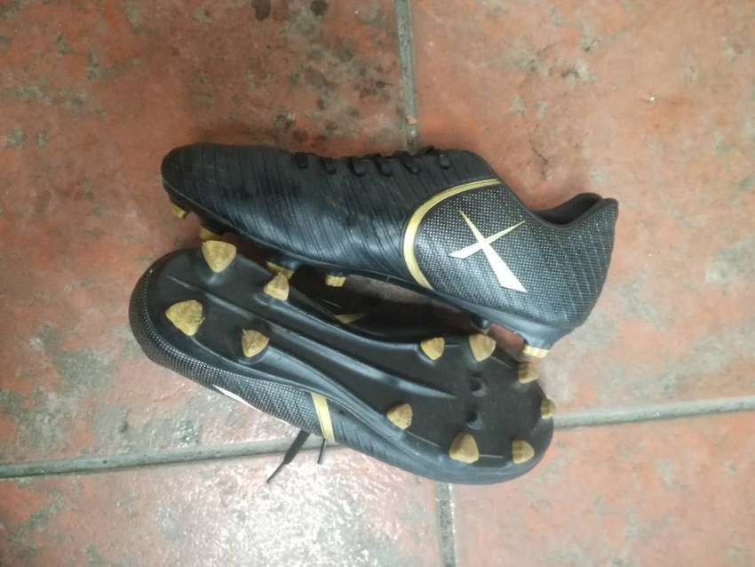 Maxed boots size 6 (make a offer)