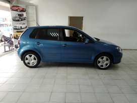 BLUE VW POLO 1.6 HATCH BACK