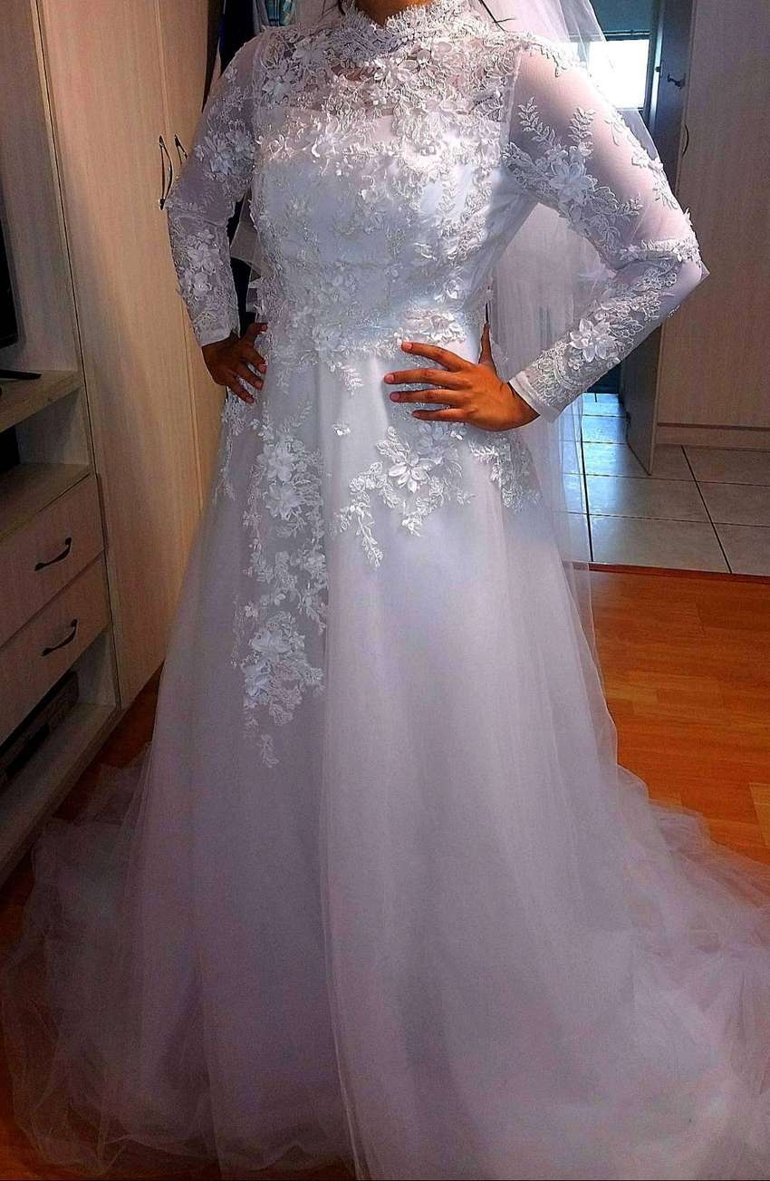 Wedding dress for sale 0