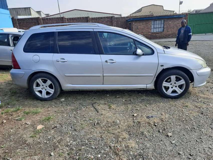 Peugeot 307 2.0 Station Wagon Stripping For Spares