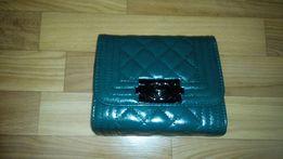 Красивая зеленая сумка