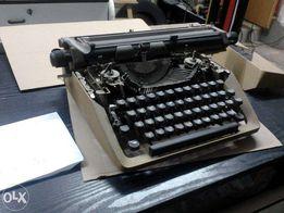 Maszyna do pisania w języku rosyjskim .