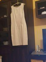 Ładna biała sukienka