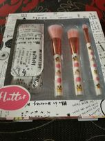 Flutter: zestaw 3 pędzli do makijażu + etui.