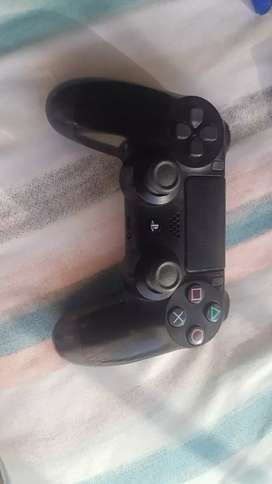 Ps4 500gb 6 games and 2 controllers slightly negotiable