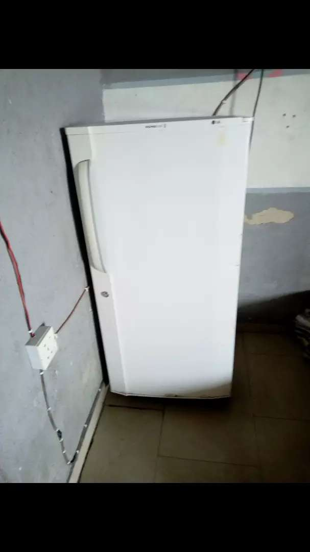 NEATLY USED LG EXPRESSCOOL REFRIGERATOR (COOLS/FREEZES VERY FAST) 0