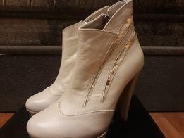 Продам новые шикарные кожаные ботильоны кремового цвета!!!