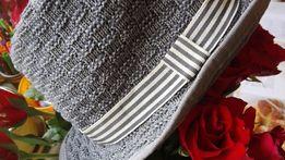 Kapelusz dla chłopca H&M przebojowy. Czapka z daszkiem H&M w kwiatki