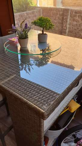Outdoor Patio Table and 4 Chairs.
