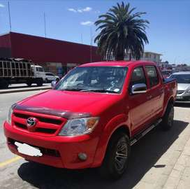 TOYOTA HILUX DOUBLE CAB 4 X 2