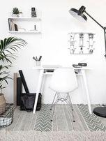 Piękny zestaw białe biurko plus nowoczesne krzeslo w komplecie