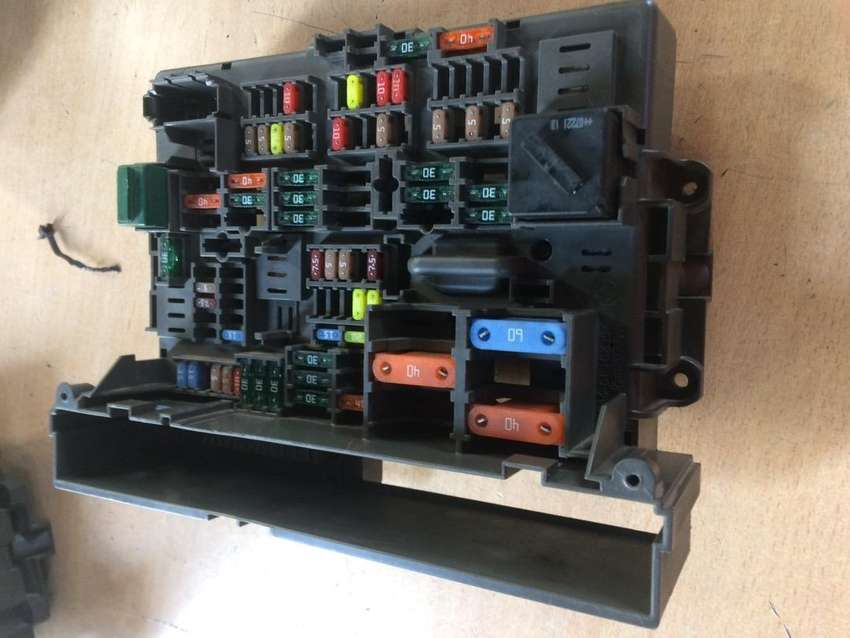 BMW E90 325i N52 fuse box for sale 0