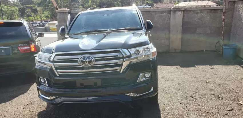 Toyota land cruiser v8 2012 model in very good condition 0