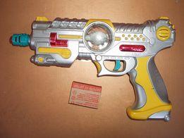 Игрушечный пистолет бластер