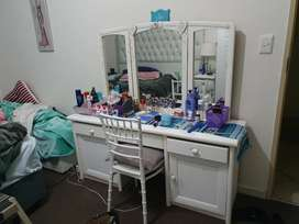 Dressing table with 3 mirrors