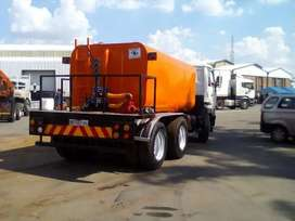 Water tanker with hydraulic system