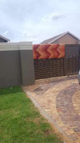 2 Bedroom house to rent in protea Glen ex 20