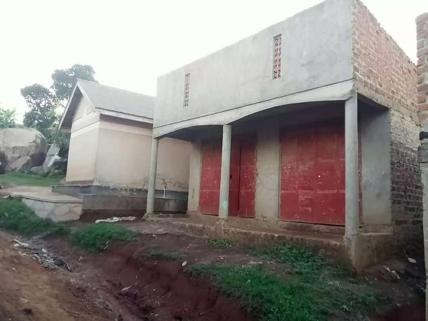 KAWEMPE KATOOKE 2 Shops double making 360k per month and 0